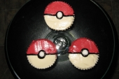 Pokemon Ball Cupcakes