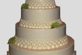 Pearl necklace wedding cake