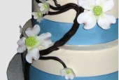 Sugar dogwood wedding cake detail